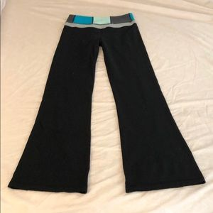 Lululemon yoga pants black